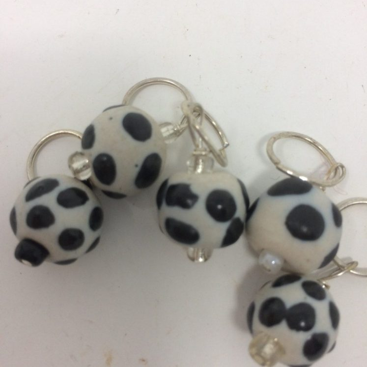 Stitchmarkers – Black and White Beads