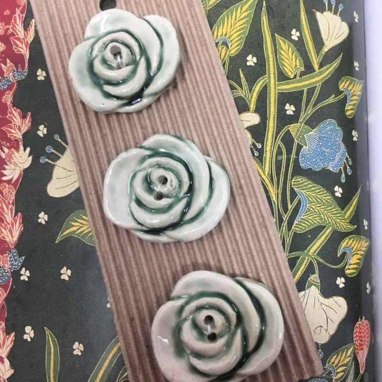 Ceramic Buttons Small Green Rose L498