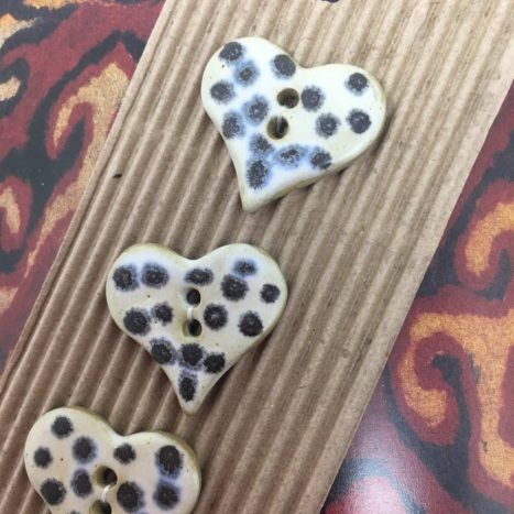 Ceramic Buttons Spotty hearts L492