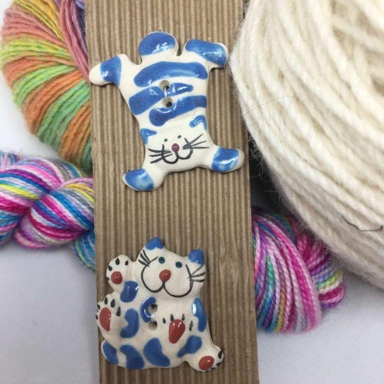 Ceramic Buttons Big Blue Cats L42