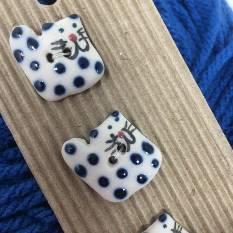 Ceramic Buttons Spotty Cats L29