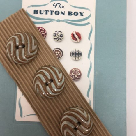 Ceramic Buttons Round Ridged L471