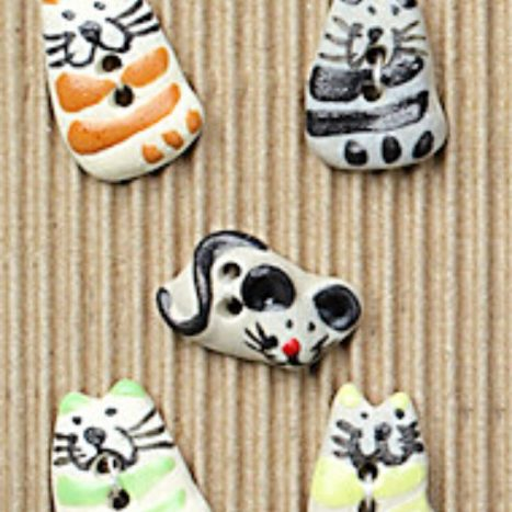 Ceramic Buttons Cats and Mouse L23