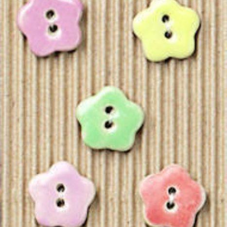 Ceramic Buttons Coloured flowers L85