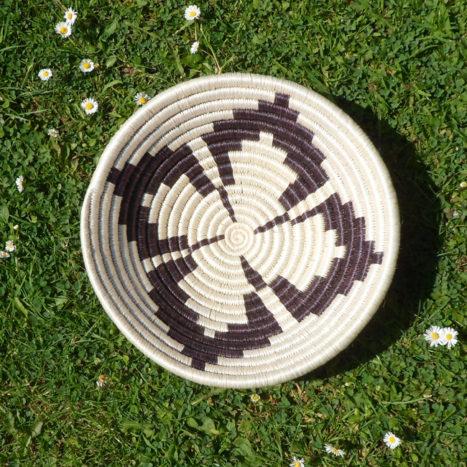 Monochrome clover bowl