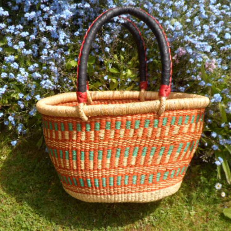 Oval shopping basket medium 1