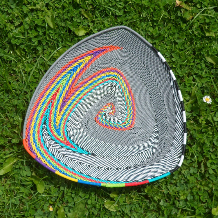 Triangular telephone wire bowl 3